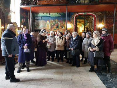 Паломники в Боголюбском Храме
